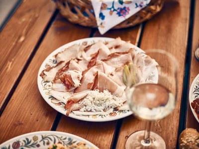 kulinarik-heuriger-wachau-sommer-web-c-andreas-hofer-14_2