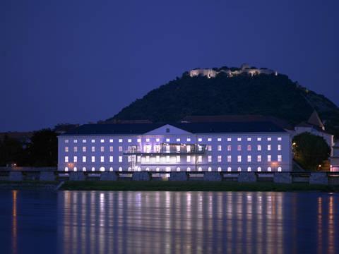 Die Kulturfabrik Hainburg bei Nacht